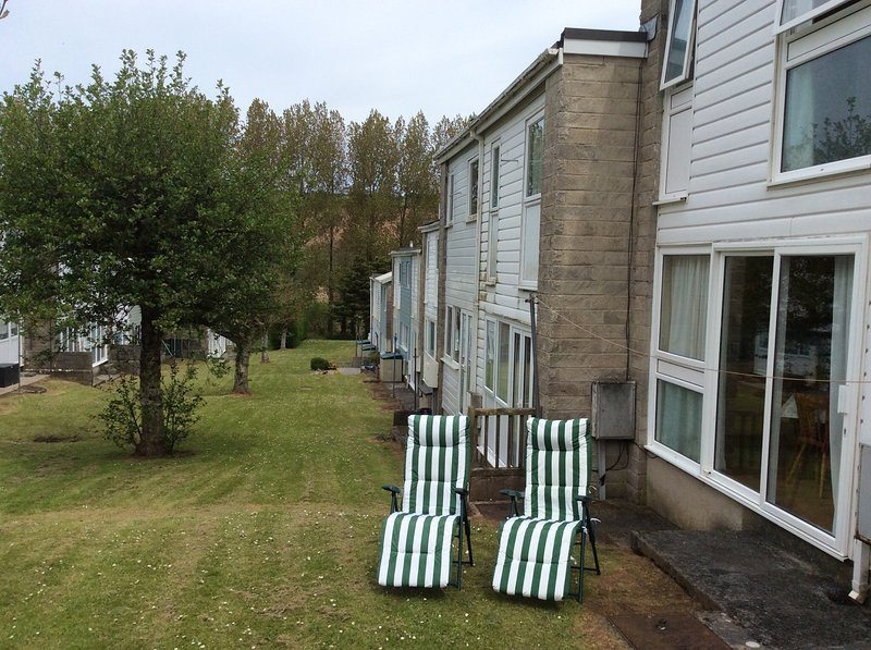 Relax on a sun lounger! Two deckchairs also provided