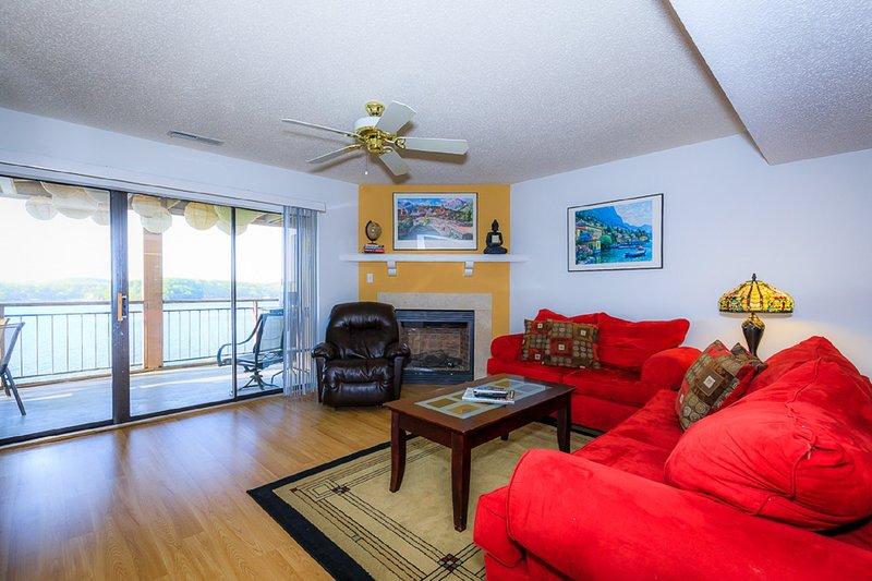 Falls 152-2B - 2 Bedroom Condo - Lake of the Ozarks, holiday rental in Eldon
