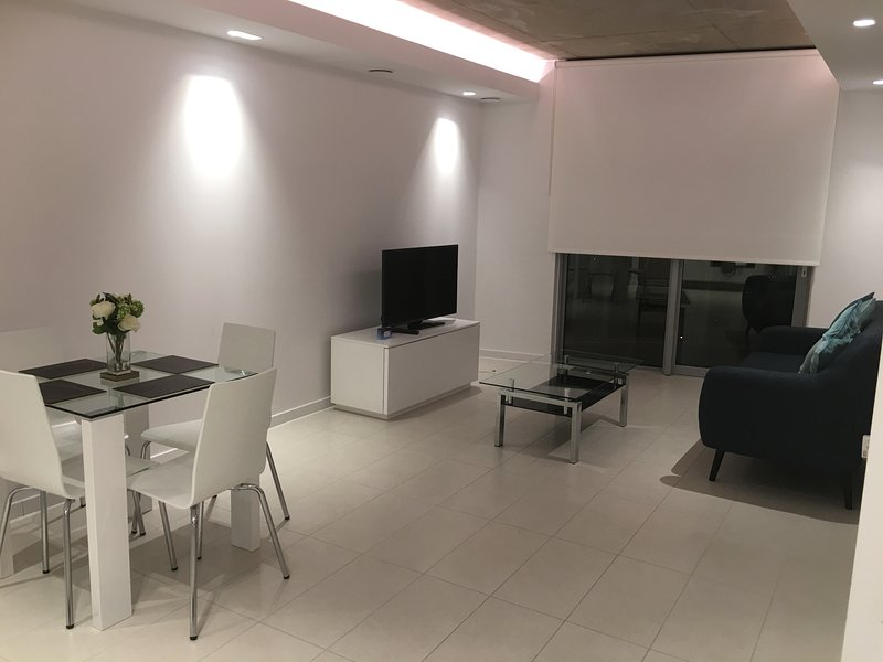 ILiving Apartments for Excel & City Airport, holiday rental in Stratford City