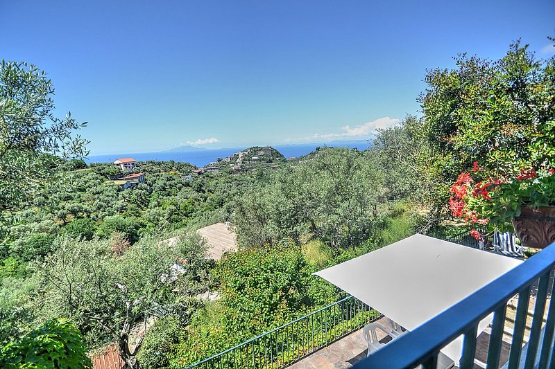 Marina del Cantone Villa Sleeps 6 with WiFi - 5228288, vacation rental in Schiazzano