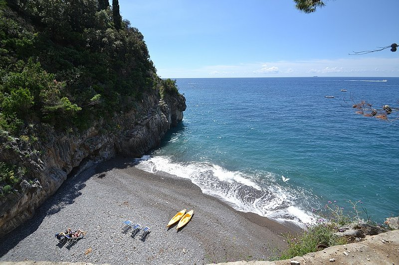 Positano Villa Sleeps 6 with Pool Air Con and WiFi - 5228709, holiday rental in Montepertuso