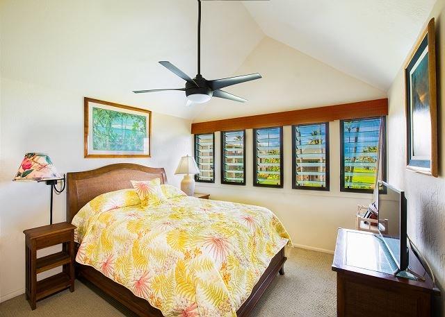 Camera da letto al piano superiore vista oceano con letto matrimoniale
