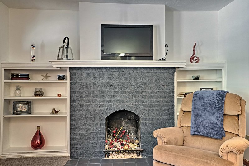 This 1-bed, 1-bath vacation rental apartment comfortably sleeps 4.