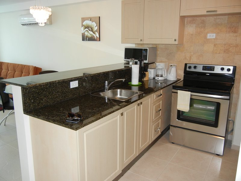 Coronado Bay 2 Bed Condo near the Beach-Monthly Rent, holiday rental in Playa Coronado