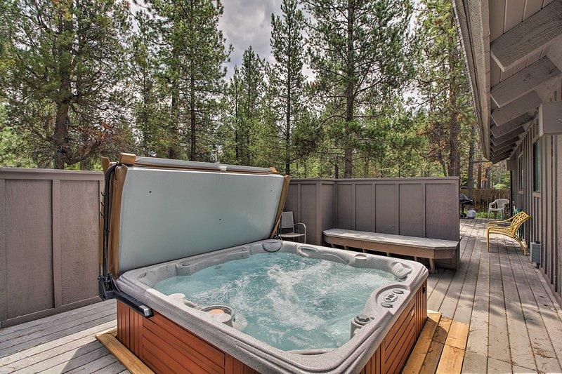 Avec 4 chambres, 2,5 salles de bains, un bain à remous privé et terrasse, cette maison a tout.