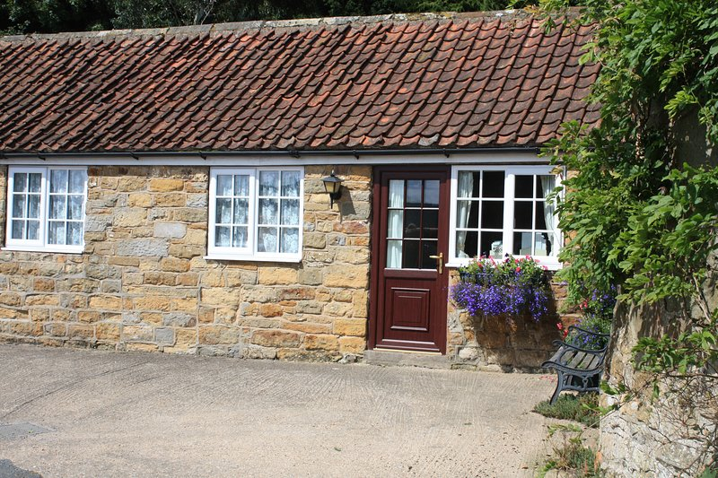 Foxglove Cottage, Cosy clean and affordable cottage 5 minutes from Scarborough., location de vacances à Hackness