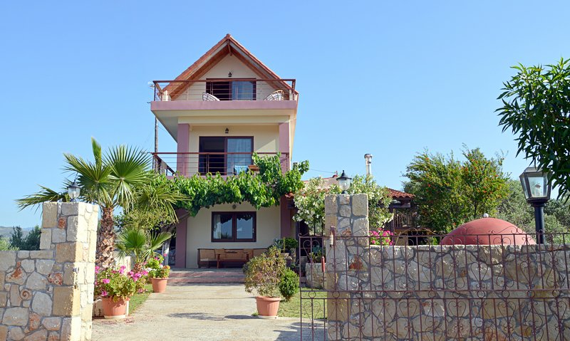Walking distance to sandy beach,taverna & grocery★ Sea view★ BBQ, vacation rental in Chrissi Akti