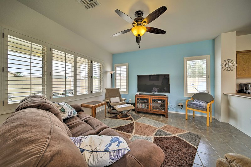 Mesa Retreat w/ Pool Access: 7 Miles to Usery MTN!, casa vacanza a Apache Junction