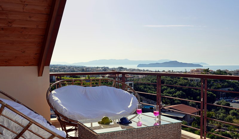 Chania villa walk distance to beach,seaview,3 bedrooms,wifi.bbq,private pool, vacation rental in Chrissi Akti