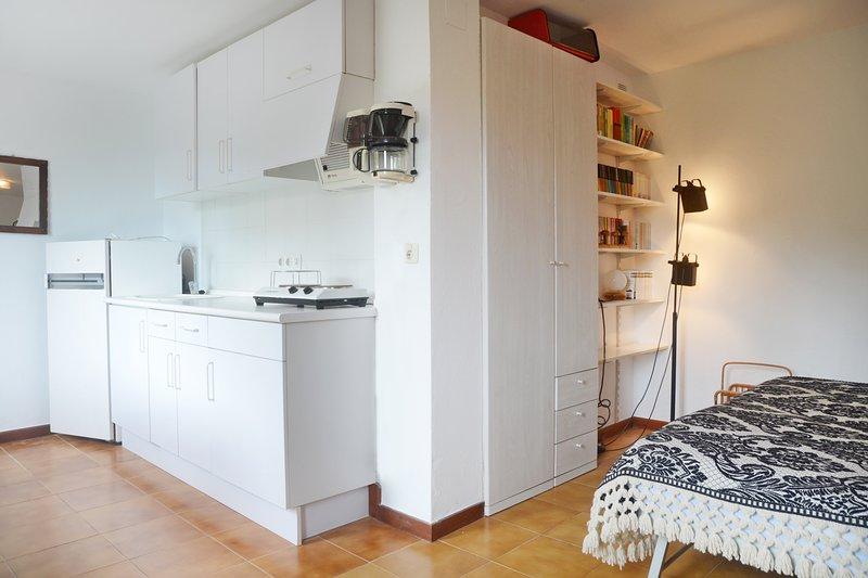 zona de la habitación al lado de cocina junto a terraza de la piscina - Sa Punta COSTA BRAVA