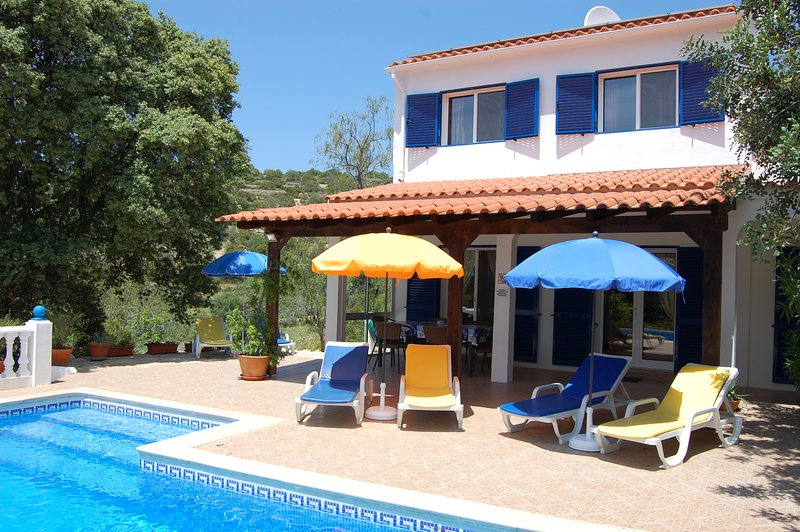 Casa dos Amigos-Ferienhaus mit Blick zum Meer, holiday rental in Pechao