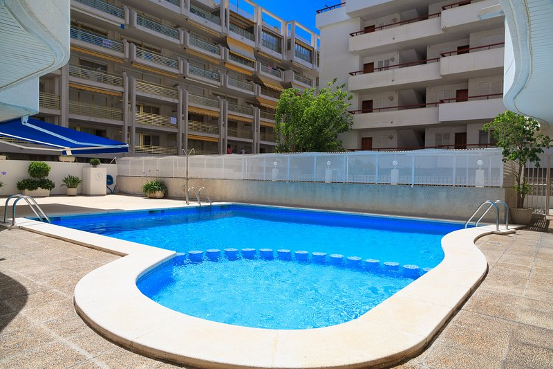 RUISEÑORES 151: Nice apartment in the center of Salou, 1 minute from the beach!, holiday rental in Tarragona