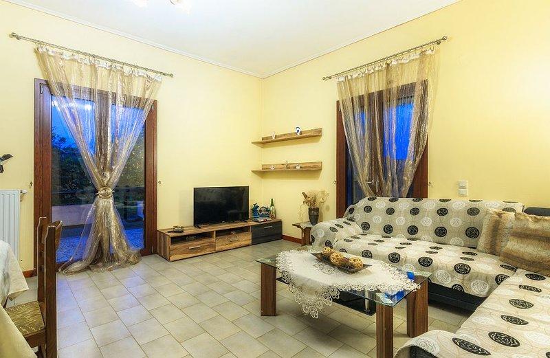 Koronios-2 bedroom holiday home, holiday rental in Alikanas
