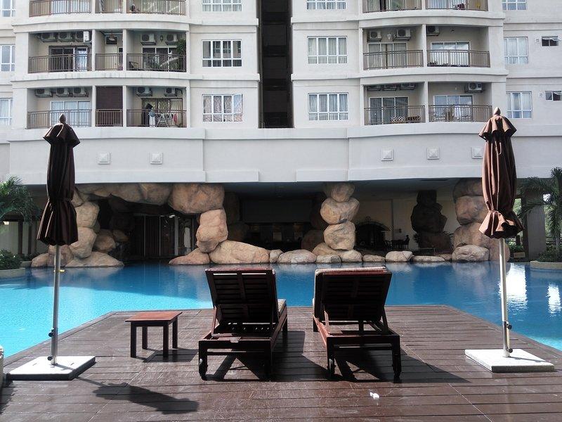 cubierta de la piscina de borde infinito