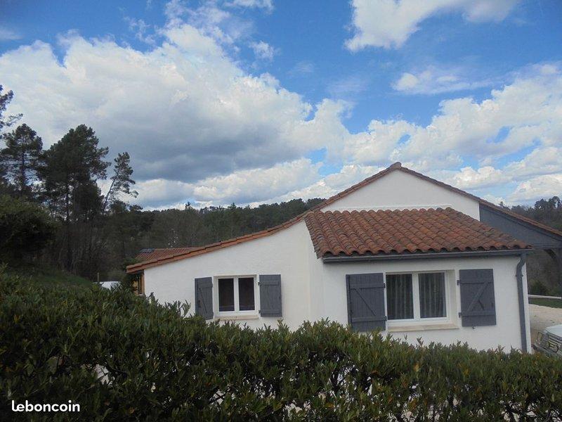 Maison au coeur d'un hameau paisible, holiday rental in Sainte Nathalene