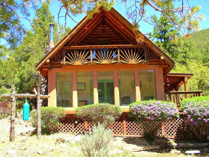 Spring syrener, Taos kobolt blå himmel, och kolibrier surrande förbi!