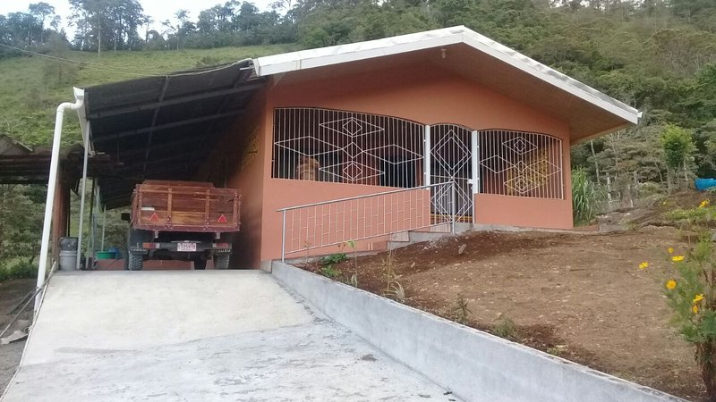 ROSALES RENTAL HOUSE, vacation rental in Guayabo