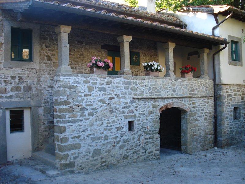 Castello di Sarna casa Porticato, holiday rental in La Verna