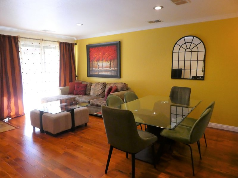 COZY and ELEGANT 2 BEDROOM HOME, holiday rental in Pittsburg