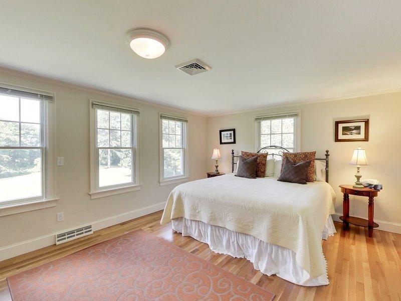 Dormitorio principal con cama King, casa principal