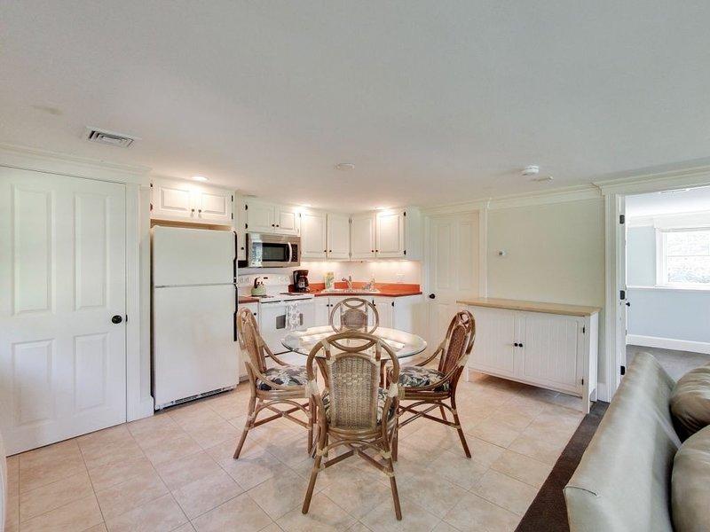 El apartamento también tiene una cocina completa