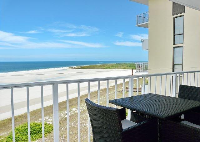 Tranquil beachfront condo w/ western exposure & heated pool, location de vacances à Goodland