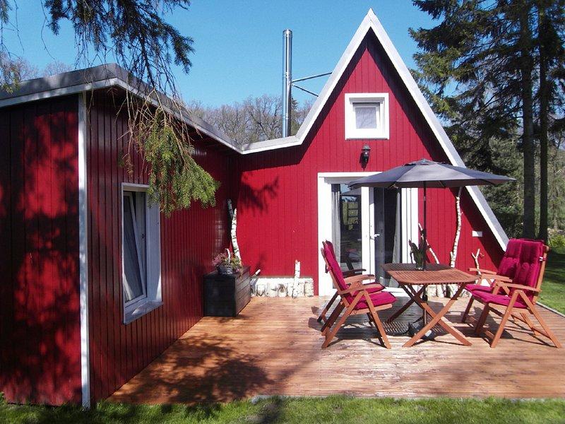 'Ferienhaus HYGGE' - Urlaub direkt am Feld, Wald und See, holiday rental in Hohenzieritz