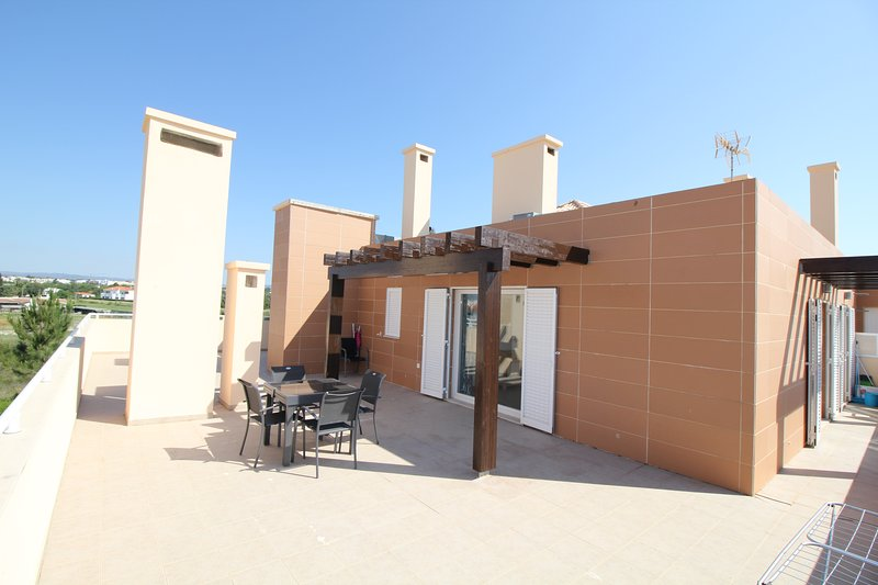 PENTHOUSE APARTMENT IN CABANAS CLOSE TO BEACH, holiday rental in Tavira
