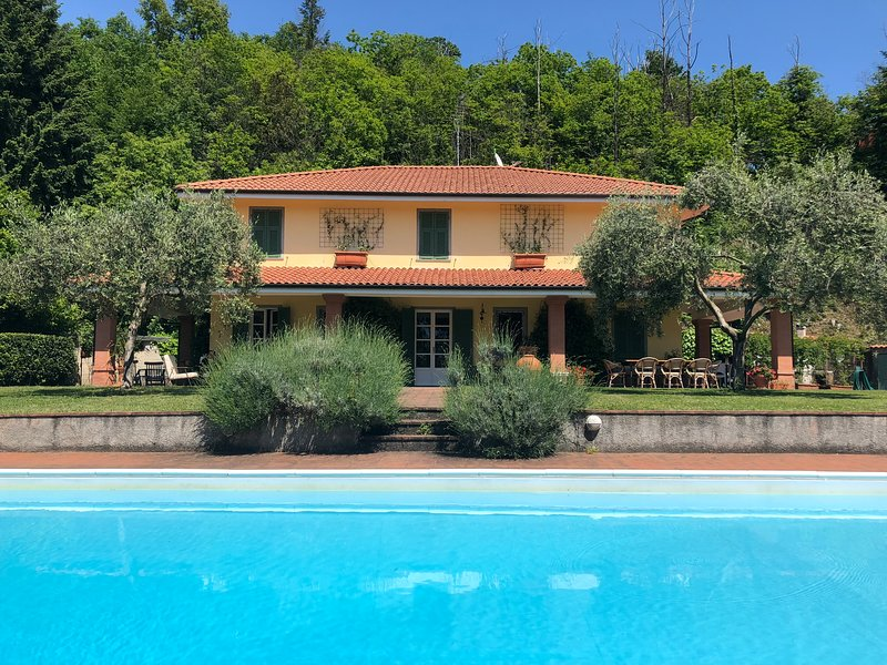 VILLA SAN GIUSTO, Exclusive Villa with pool, Wi-Fi, BBQ, near beaches / 5 Terre, vakantiewoning in Santo Stefano di Magra