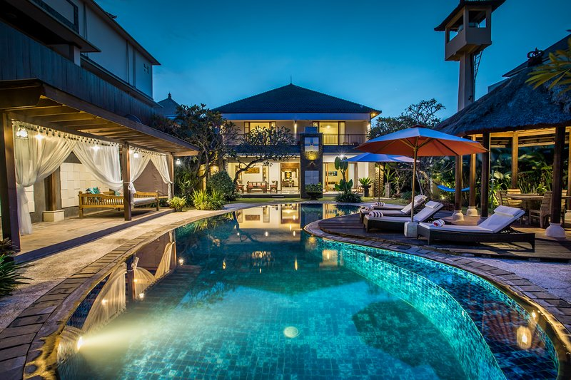 Villa Tantri - Luxury Private Villa + FREE Daily Breakfast + Pool, holiday rental in Kuta