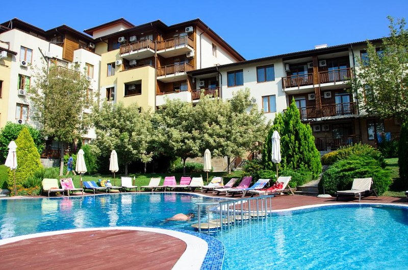 Garden of Eden Penthouse Apartment with 2 Terraces, holiday rental in Sveti Vlas