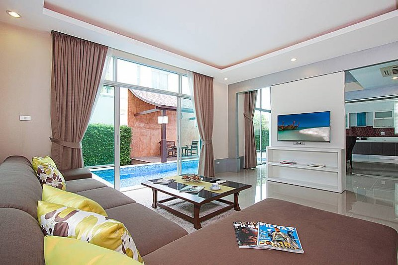 Modernity A - 3 Bed Pool Villa in a quite location but close to Pattaya City., holiday rental in Na Kluea