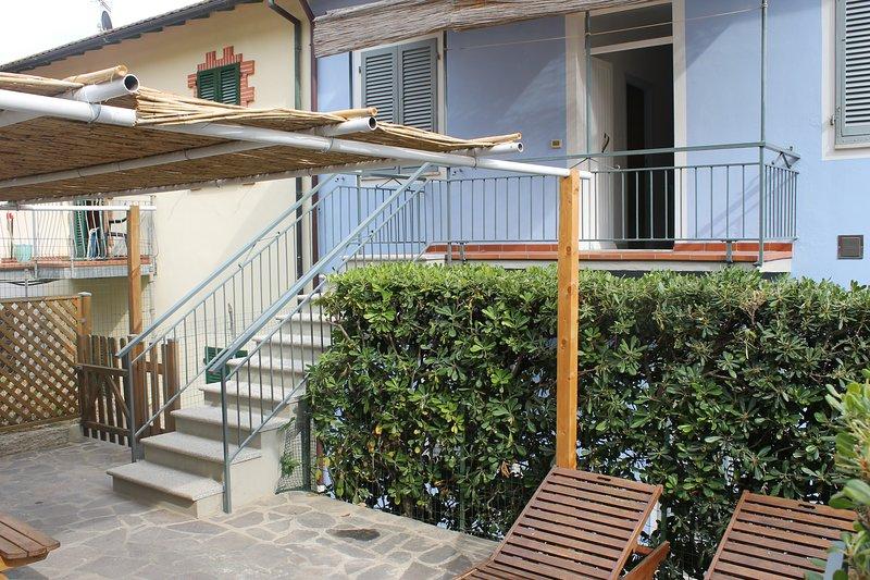 Treppe zum Haus und Garten