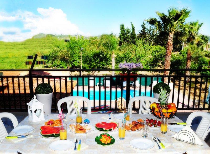 Desayuno en una de nuestra terraza / balcón