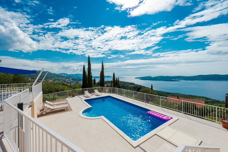 Villa Lazy Summer with Pool, holiday rental in Orasac