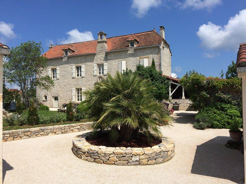 Chambre Danielle (le couvent), vacation rental in Calvignac