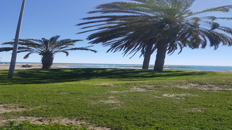 MANOLI PLAYA 2ND FLOOR APARTMENT. FACING THE SEA, GREAT TERRACE. WIFI, A/A, holiday rental in Pedregalejo
