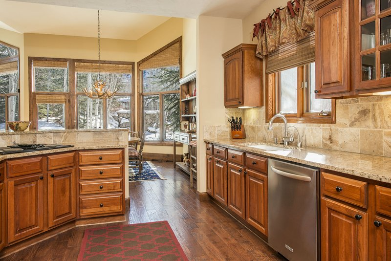 Fully equipped kitchen with additional breakfast table for four.