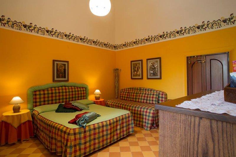 Orchid Corner Studio - B&B - Meta - Sorrento Coast, holiday rental in Meta