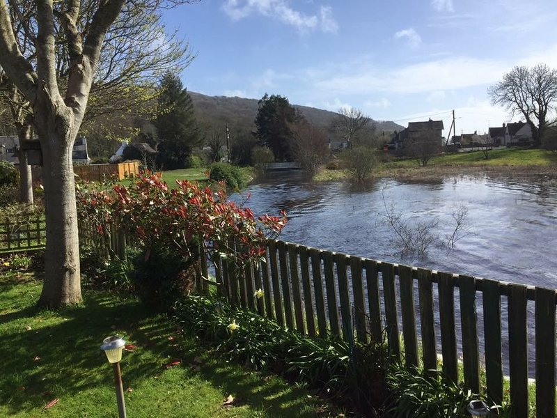 Beautiful 2and 3 bedroom statics for hire all with large decking areas, casa vacanza a Wigtown