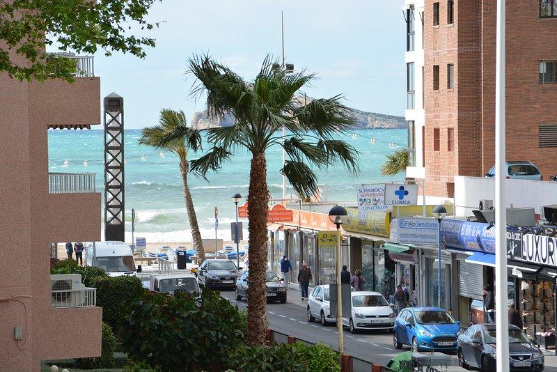 Apartamento centrico con vistas, a 50 metros de la playa de Levante, location de vacances à Benidorm