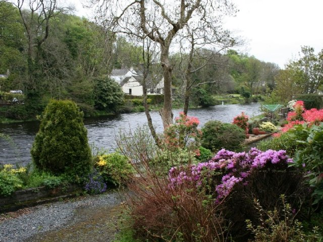 No 5 riverside cottage with river views from balcony, vacation rental in Newton Stewart