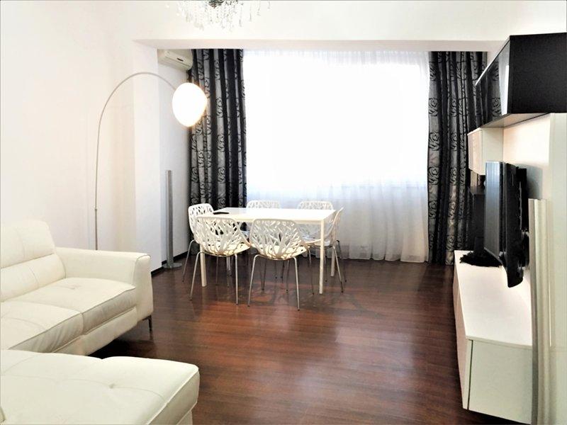 Deluxe sala de estar Habitación - Smart TV-curvado 4 K de pantalla - Multimedia - cama de alta calidad