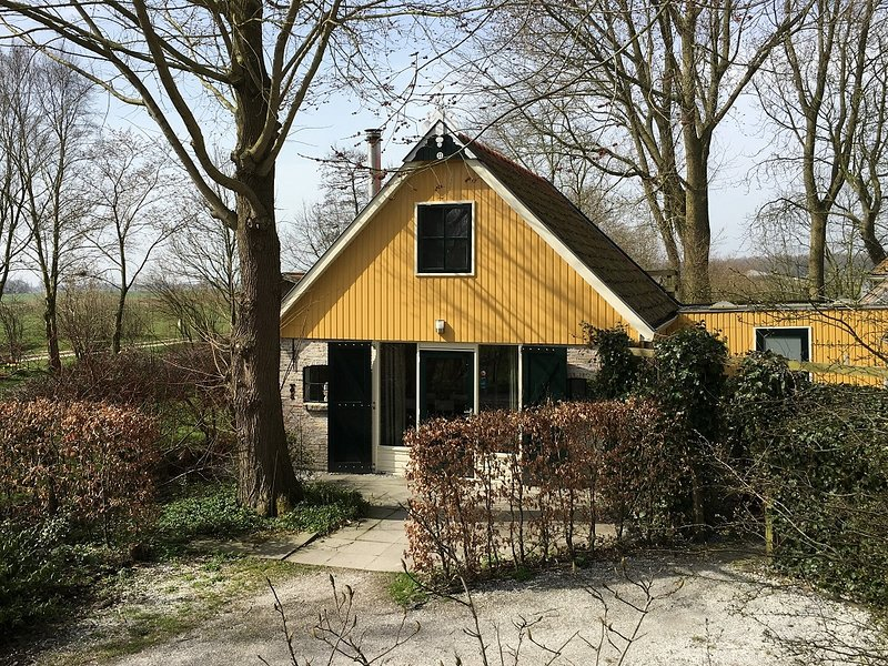 Cosy holiday home near Wadden Sea in Friesland, Ferienwohnung in Twijzel