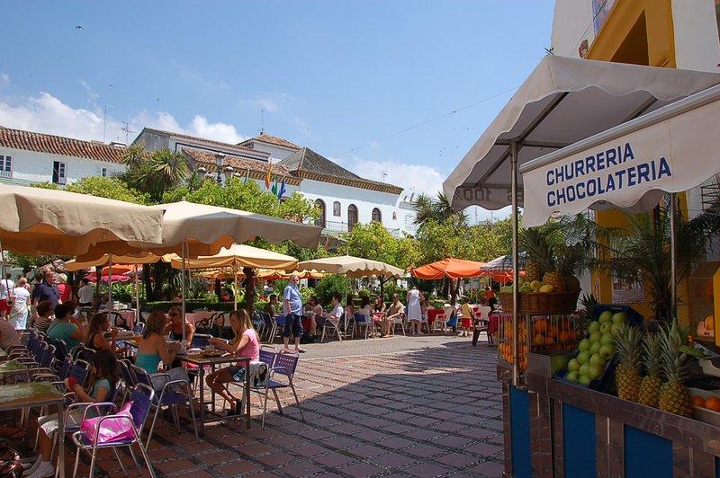 La magnifique vieille ville (Casco Antiguo) à Marbella a des ruelles étroites, des bars et des restaurants fabuleux