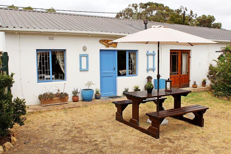Charming cottage with its own enclosed garden, location de vacances à Bredasdorp