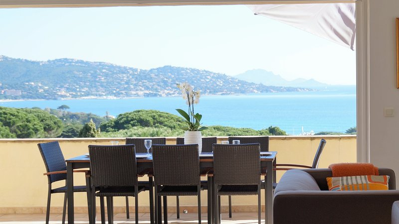 Great sea-view, pool, neaby beaches, quality villa, holiday rental in Sainte-Maxime