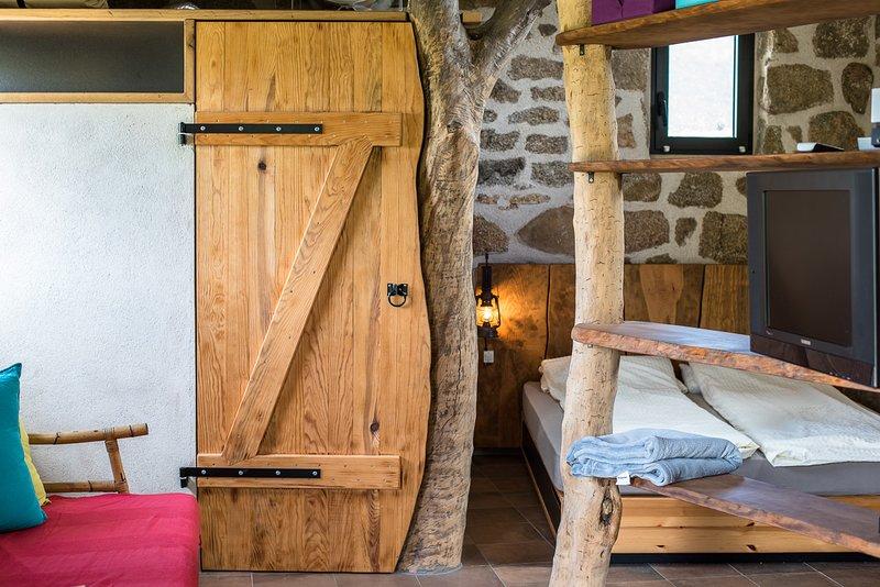 Casa Lysandra - Maison authentique, endroit calme à 10 minutes de la plage., location de vacances à Serra-di-Ferro