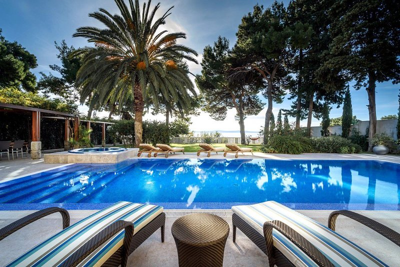 Villa Prestige Split – Luxurious private villa with pool and Jacuzzi near center, holiday rental in Split