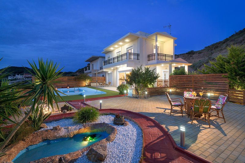 Dreamcatcher Villa with private pool, holiday rental in Maritsa
